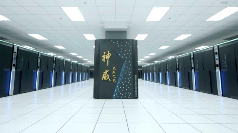 Tekoälyn rinnalla Kiina kehittää yhä tehokkaampia tietokoneita. Kuvan Sunway TaihuLight on tällä hetkellä tehokkaimpien tietokoneiden TOP500-listan kärkisijalla. Kuva: Jack Dongarra, Sunway Taihulight System Report