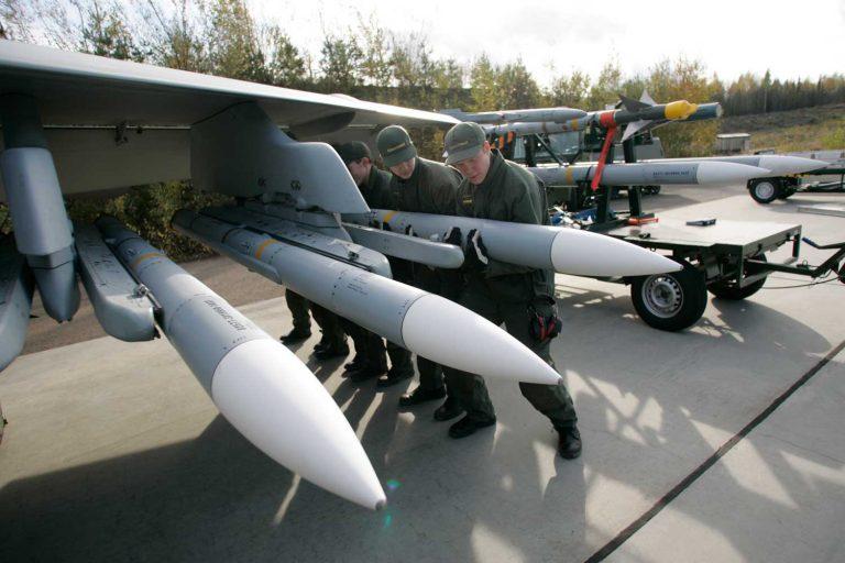 Modernit asejärjestelmät vaativat hyvin koulutetun ja ammattitaitoisen henkilökunnan ja reserviläiset. Kuva: Puolustusvoimat