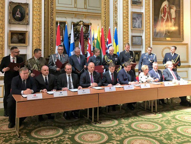 Joint Expeditionary Forcen valmisteluvaihe päättymisen ja toimintavalmiuden saavuttamisen julkistamisen yhteydessä JEF-maiden puolustusministerit allekirjoittivat yhteisymmärryspöytäkirjan. Kuva: puolustusministeriö