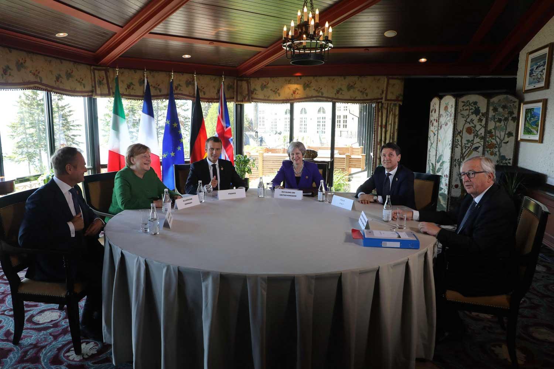 G7-maiden kokouksissa myös Euroopan unionilla on oikeus olla edustettuna varsinaisten seitsemän johtavan teollisuusmaan lisäksi. Kuvassa eurooppalaisten G7-maiden johtajien lisäksi Eurooppa-neuvoston ja Euroopan komission puheenjohtajat. Kuva: Ludovic Marin / AFP / Lehtikuva