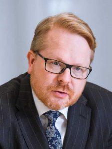 Haastateltavana kansliapäällikkö Ilkka Salmi