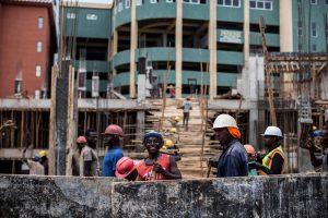 Rakentaminen edistää teollistumista, asuinoloja ja infrastruktuuria sekä tarjoaa työpaikkoja ja toimeentuloa. Kuva: Jacques Nkinzingabo / AFP /Lehtikuva