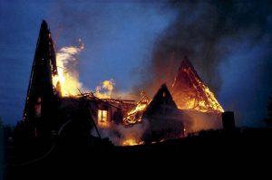Tyrvään kirkko palaa