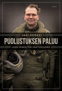 """Jari Korkin kirjan """"Osuva kuvaus Niinistön kaudesta"""" kansi"""