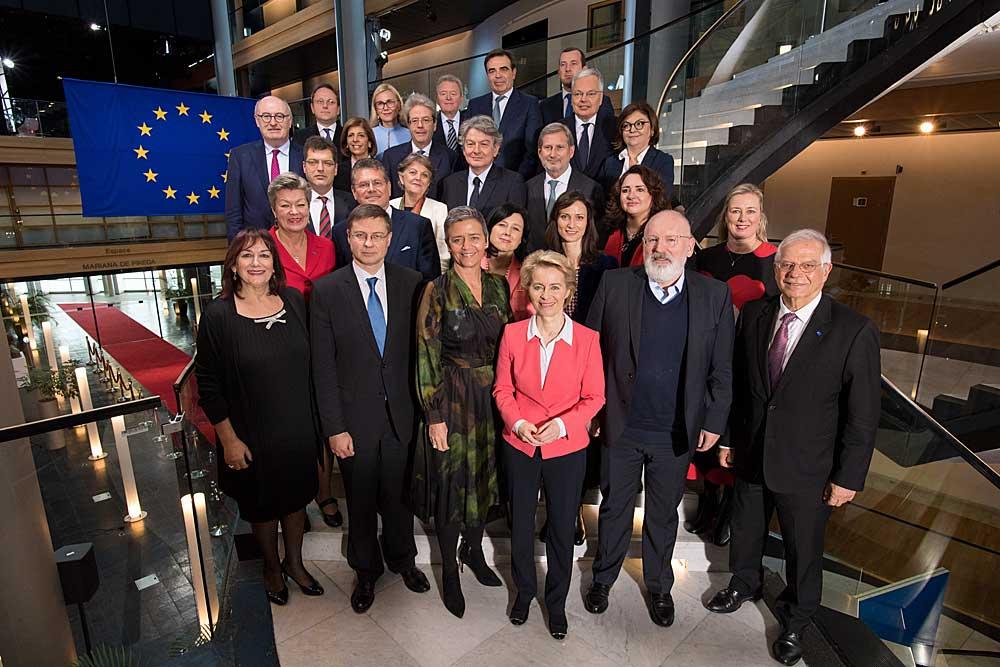 Ursula von der Leyenin komissio astui virkaan joulukuussa 2019 ja toimii vuoteen 2024 asti. Komissiossa on komissaari kaikista nykyisistä 27 EU:n jäsenmaista. Kuva: Mauro Bottaro / EC – Audiovisual Service