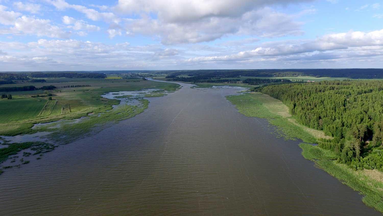 Itämereen laskeva joenuoma.