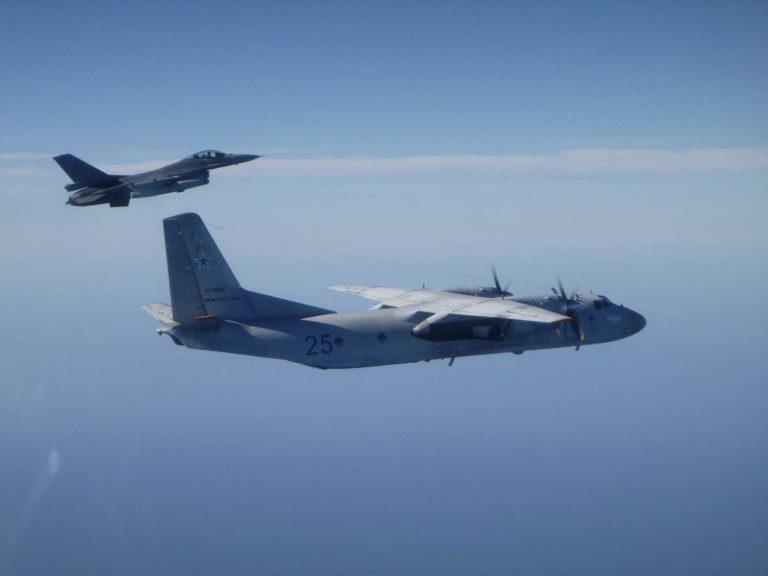 Belgialainen hävittäjä tunnistaa venäläisen sotilaskoneen ilmavalvontalennollaan.