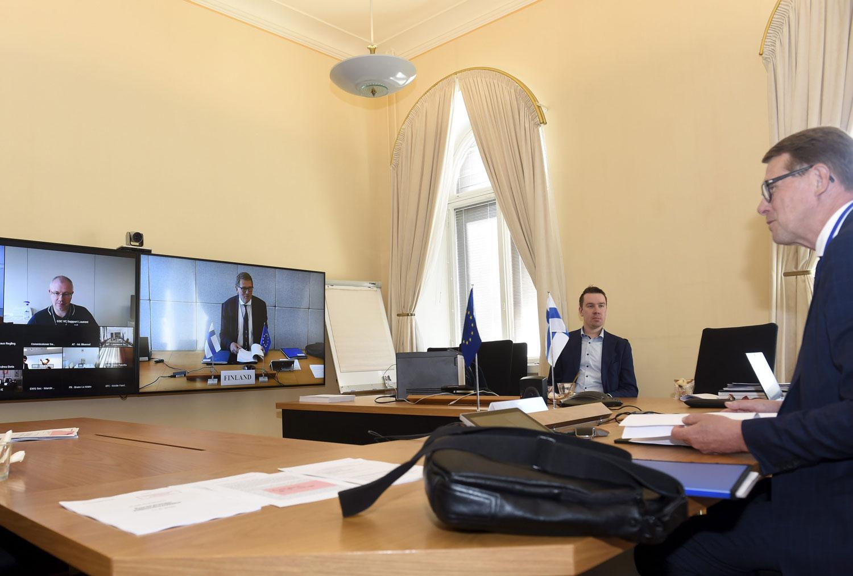 Matti Vanhanen osallistuu Euroryhmän videoneuvotteluun.